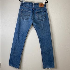 Levi button fly 501 distressed worn jeans 32x34
